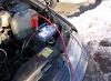 Разряженная аккумуляторная батарея. Подключаем маркированные клеммы для подзарядки автомобиля от другого авто