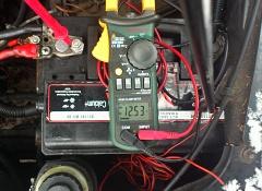 Пусковой ток стартера автомобиля с бензиновым двигателем