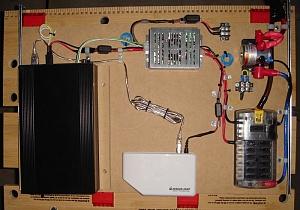 автомобильный компьютер и дополнительное оборудование установленное на специальной полке из МДФ