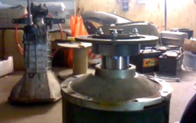 Диск сцепления прикрученный к ротору электродвигателя для соединения с коробкой передач автомобиля