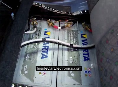 2 аккумулятора ВАРТА (Varta) по 180 Ампер/часов (180 Ah) установлены в квадратные металлические боксы под сидениями задних пассажиров Daewoo Matiz