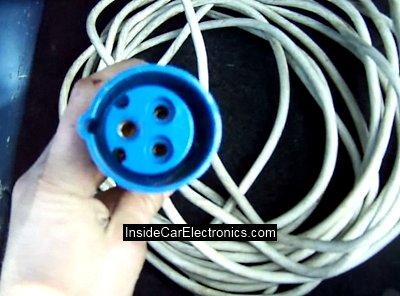 Трехфазный защищенный кабель подключения автомобиля к сети 220 Вольт для подзарядки.