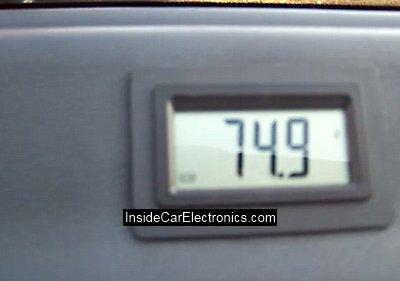 многофункциональный ЖК дисплей подключенный к микроконтроллеру управления выводит необходимую информацию о работе электромобиля